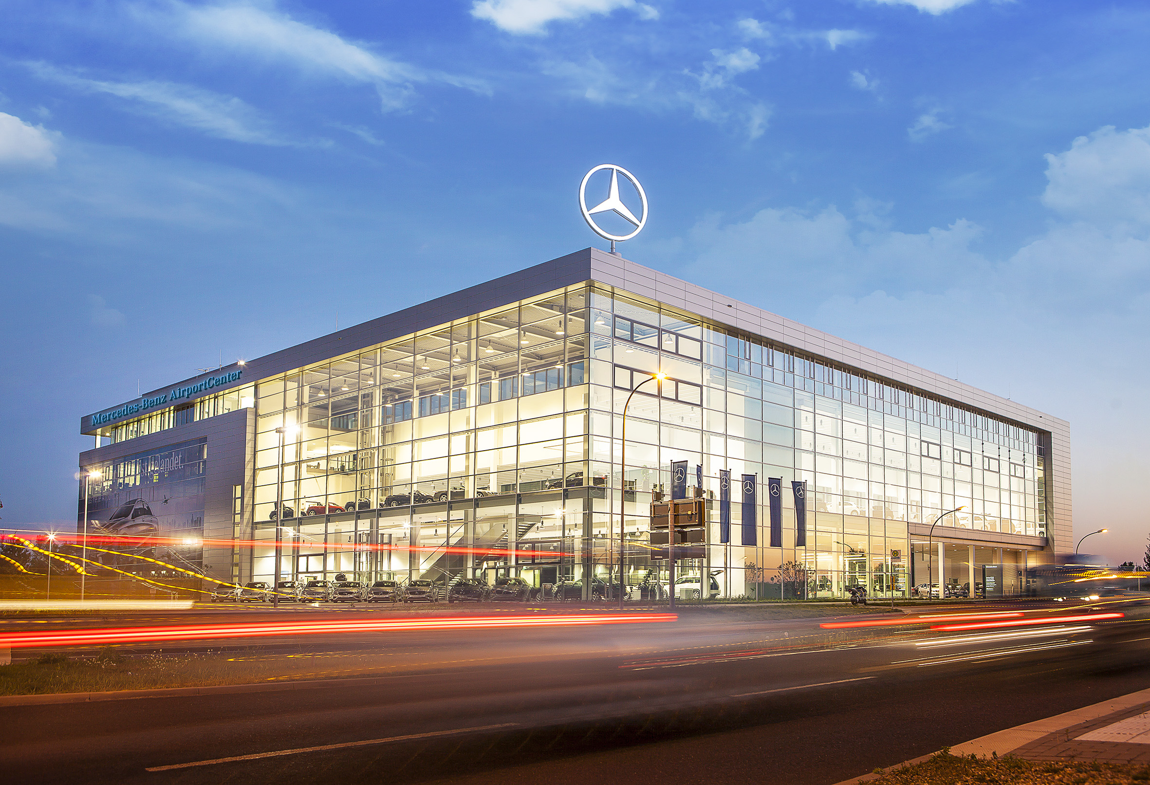 Mercedes benz airportcenter opening redcarpet reports for Mercedes benz of cleveland