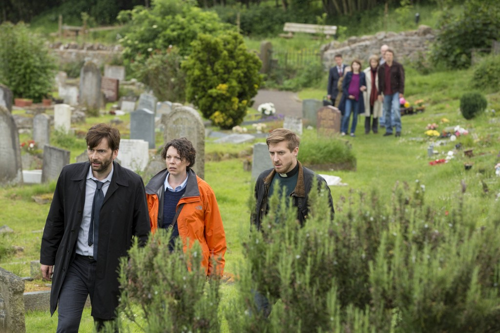 KUDOS FILM AND TELEVISION PRESENTS BROADCHURCH SERIES 2 Images are under strict Embargo not to be used before the 6TH January. PICTURED :   ARTHUR DARVILLE,  OLIVIA COLMAN, and DAVID TENNANT. Copyright ITV/Kudos.