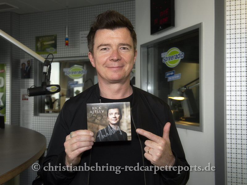 """Rick Astley"", Praesentation des neuen Albums ""50"", Photocall bei Spreeradio im Radiocenter am Kurfuerstendamm 207-208, am 14.06.2016  [Photo: Christian Behring, nur fuer redaktionelle Zwecke, no right to licence or reproduce the material for advertising or commercial purposes (calendars, posters, T-shirts etc)]"