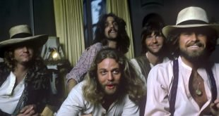 Eagles, 1976, color, photocredit-Norman-Seef